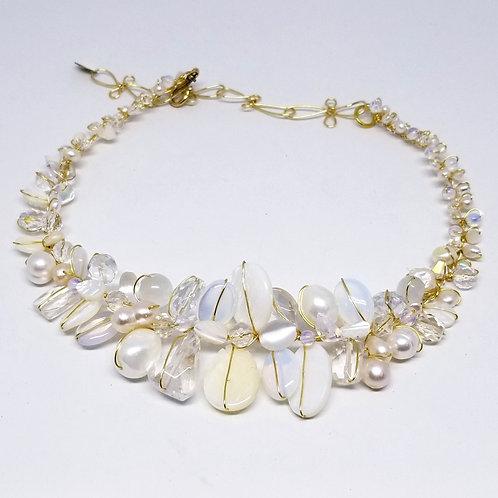 white moonstone clear gem large collar gw