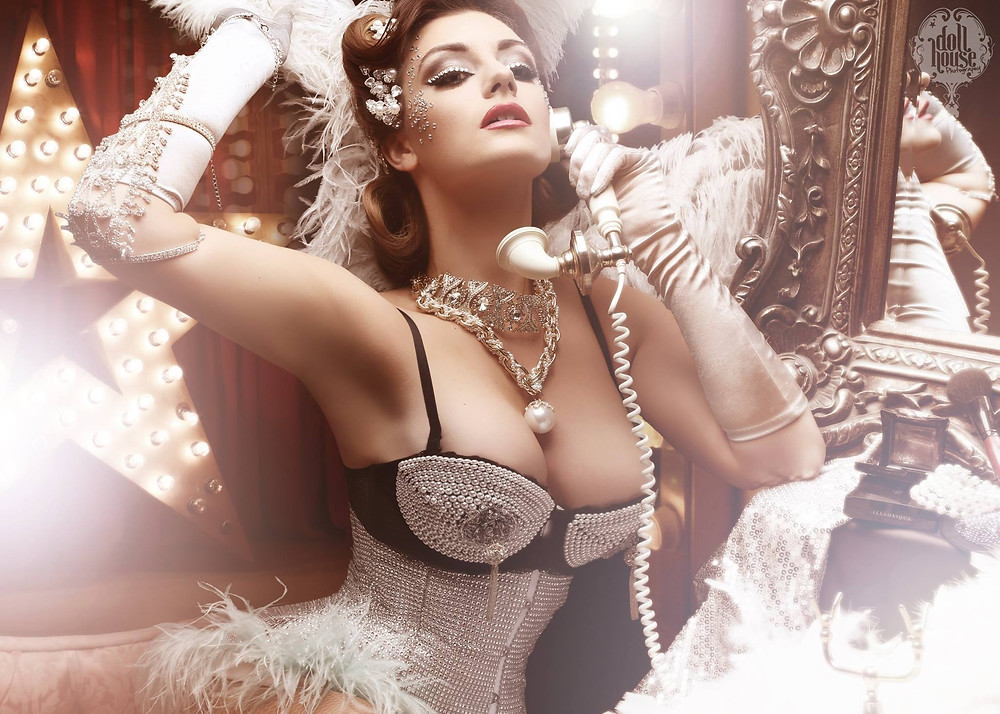 professional burlesque photo shoots by DollHouse Photography