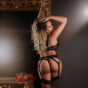 Chrissy boudoir portrait2.jpg