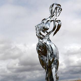 sculpture femme acier galva.JPG