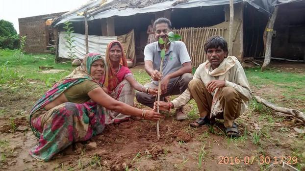 Pledge to plant a million fruit trees in drought prone Bundelkhand | Lalitpur, Uttar Pradesh (2016)