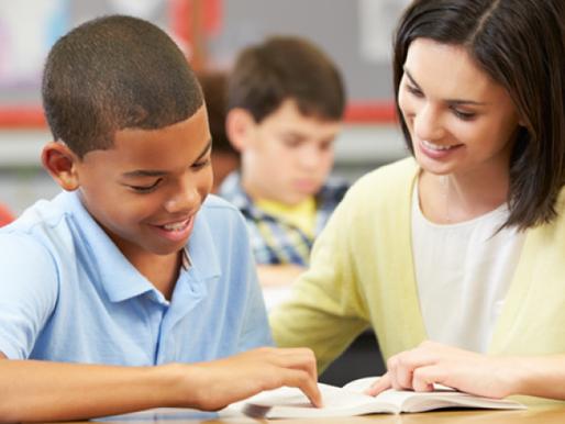 O que é mais eficiente: ensinar para um só aluno, ou para uma sala de 100.000?