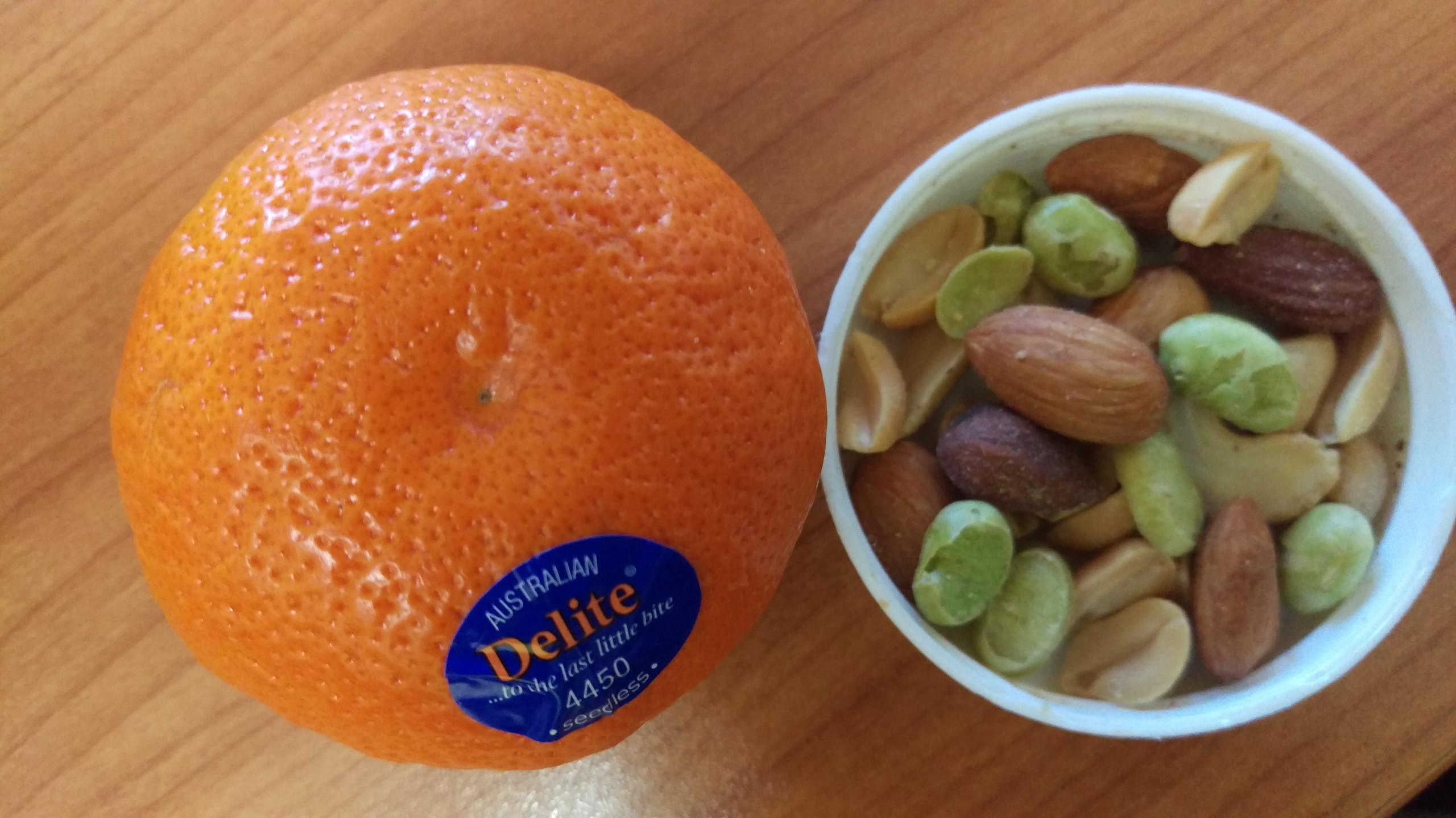 mandarine and nut mix