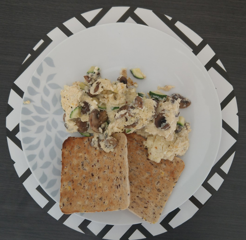 Veggie egg scramble with sandwich thins toast