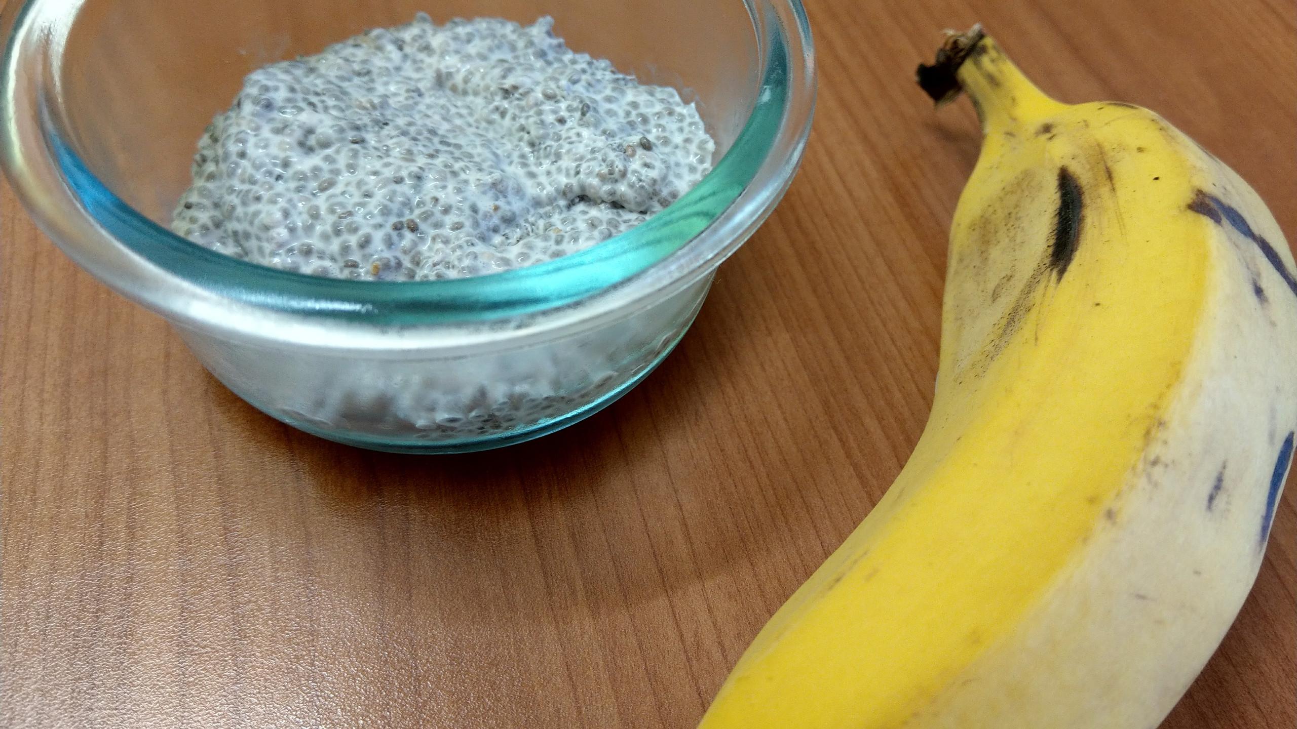chia pudding and banana