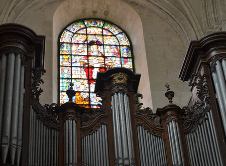 Restoration of the big stained glass of the Abbey of the Holy Trinity