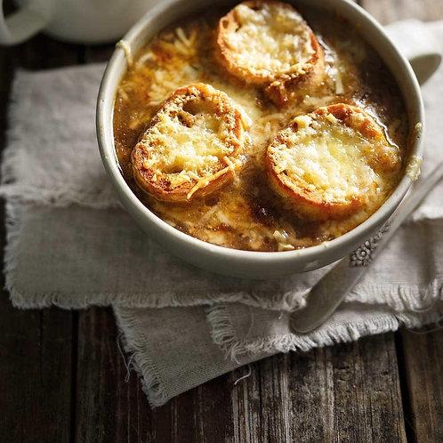 Soupe à l'oignon  au sirop d'érable et Oka artisan gratiné