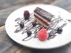 Berries, vanilla & ganache cake 🙌