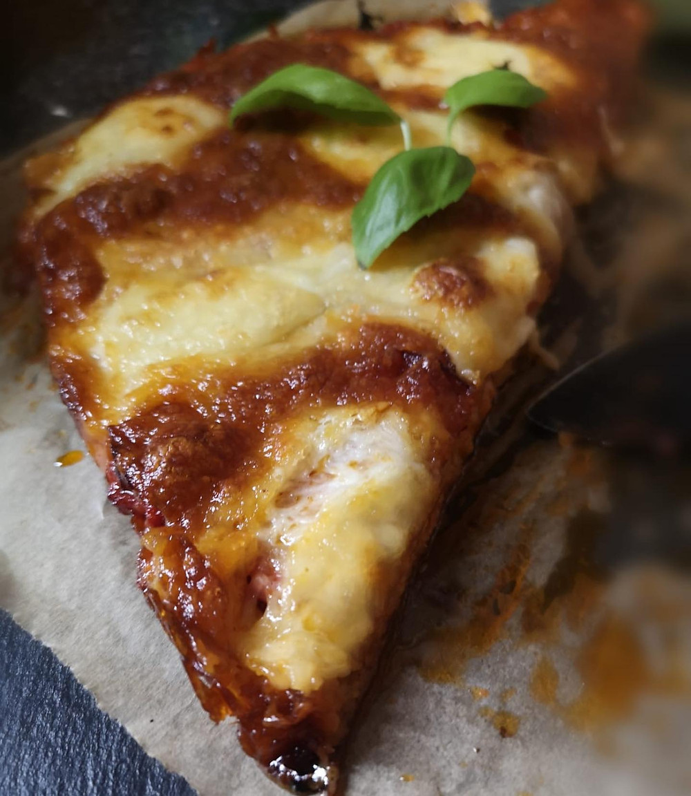 Quick and easy 3-cheese pepperoni keto pizza
