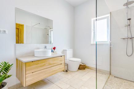 Room 4 Bathroom