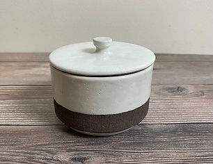 small kohiki pot with lid_50.JPG