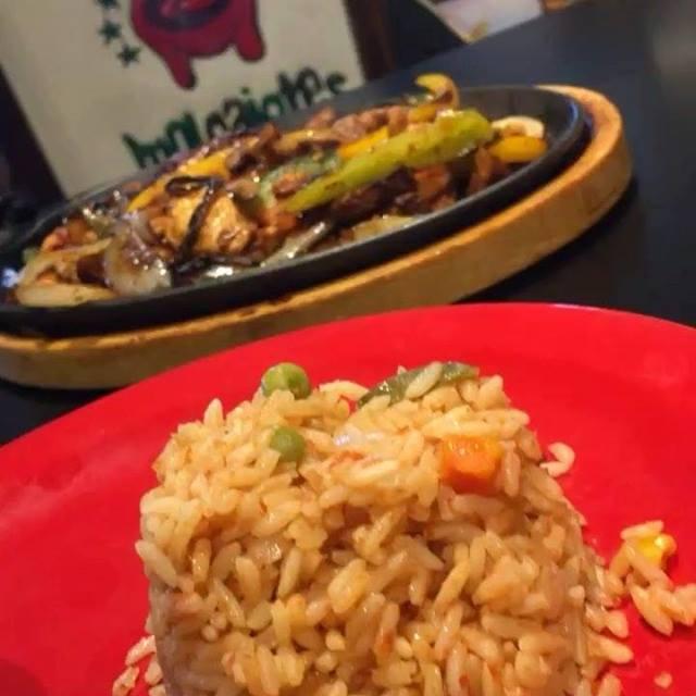 Deliciosa Fajitas! Ven a Molcajetes Restaurant en Bayshore Drive, Naples, y disfruta de la más deliciosa fajitas de la ciudad! Y de Lunes a Viernes está en especial de almuerzo—lunch special!—por solo $7.99 entre 10 am y 3 pm. Que rico! #molcajetes #