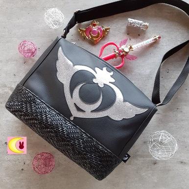 Sac en bandoulière inspiration Sailor Moon Crisis Compact simili cuir noir