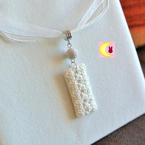 Collier White Lace en porcelaine froide fait main style dentelle fleurs blanches