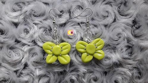Paire de boucles d'oreilles couleur vert anis en forme de noeud en porcelaine froide fait main