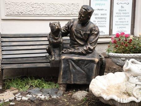Памятник профессору Преображенскому и Шарику