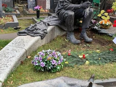 Памятник Юрию Никулину и собаке