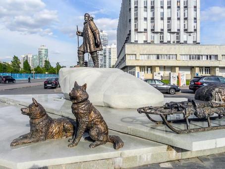 Памятник полярникам в Санкт-Петербурге
