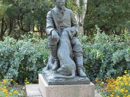 Памятник Некрасову с собакой