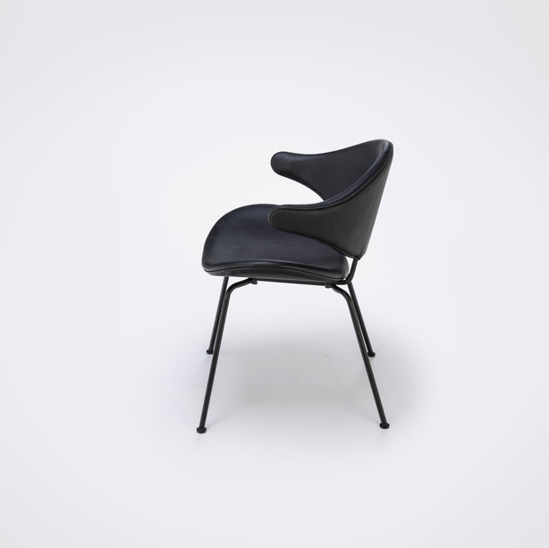 Stuhl Acura mit Metallfüßen und Lederbezug