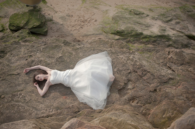 bride on rocks cheshire beach