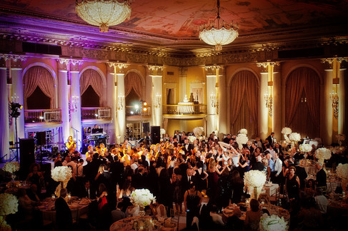 winter wedding at the millenium biltmore hotel los angeles by los angeles wedding photographer 41