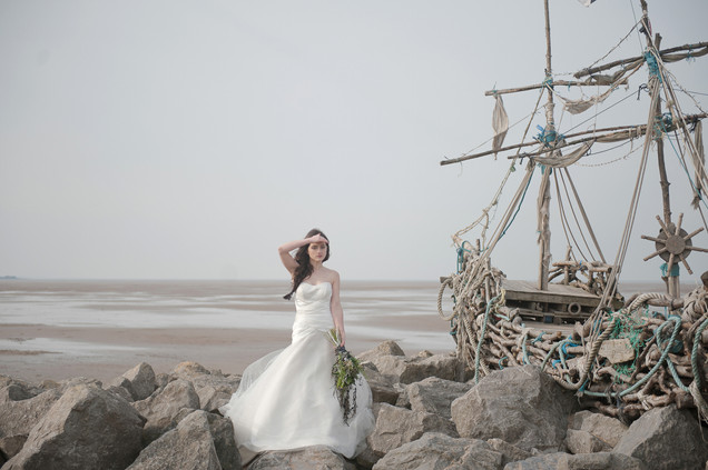 Nautical bride with shipwreck