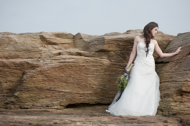 bride with seaweed bouquet
