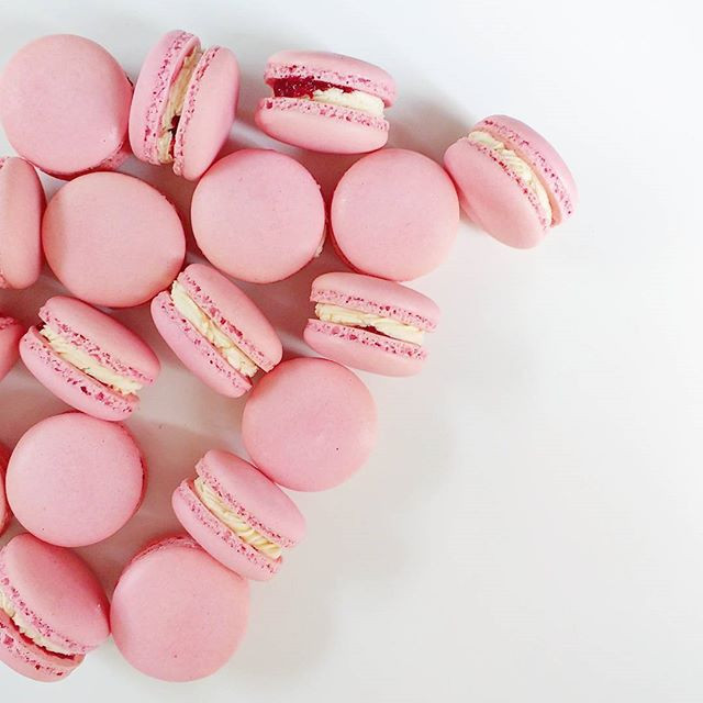 Strawberries & Cream macrons