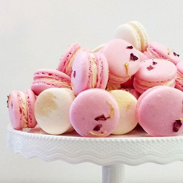 Custom macarons for a romantic colour th