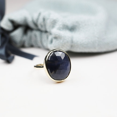 Large Sapphire and 9ct yellow gold ring