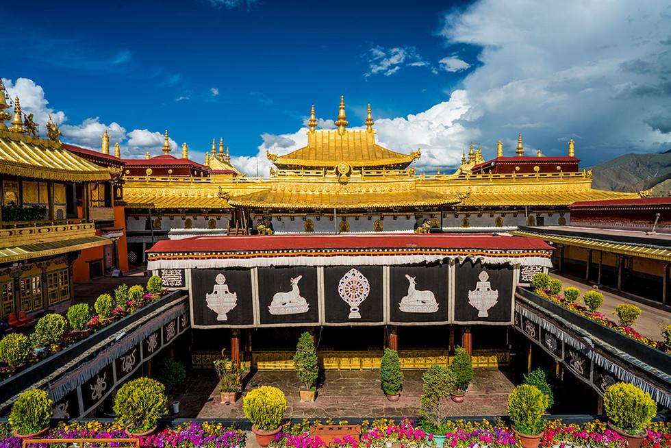 16_Jokhang_Temple_Lhasa_internal-court_5