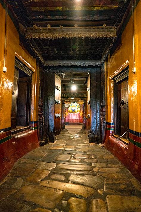 07_2016_Jokhang_Lhasa_entrance-Jowo_chap