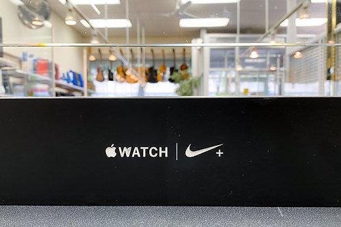 Apple Watch Nike+ Series 4 (GPS+CEL) 44mm PurePlat/Blk Nike Sport