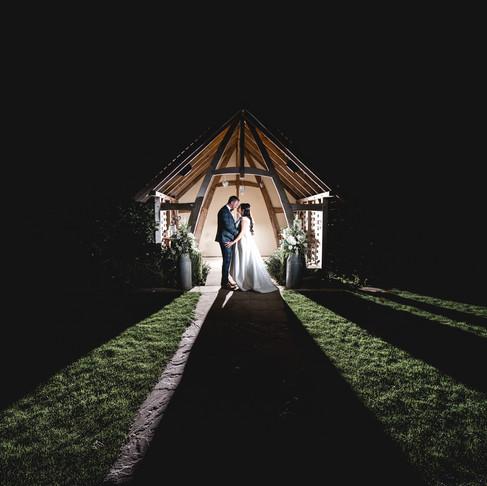 EWAN + SIMONE /// BEAUTIFUL AUGUST WEDDING IN THE COTSWOLDS /// THE KINGSCOTE BARN, GLOUCESTERSHIRE