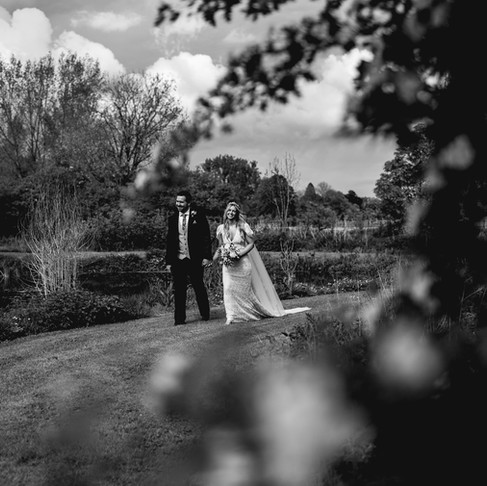 EMMA + BEN /// LAINS BARN /// ANDREW MAGUIRE PHOTOGRAPHY /// SPRING WEDDING IN OXFORDSHIRE