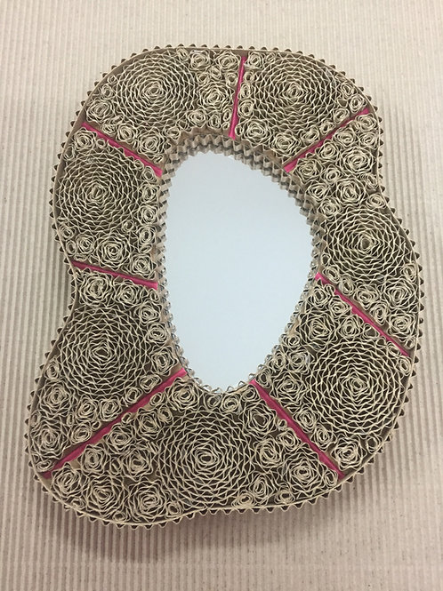 Miroir en dentèle de carton