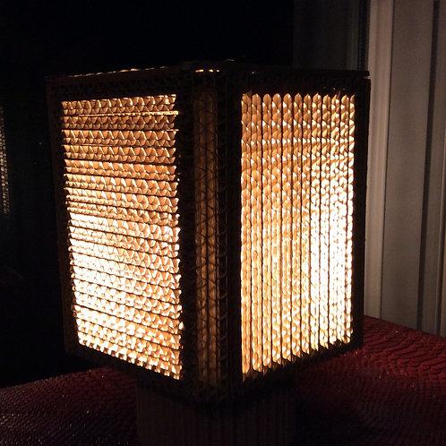 Lampe en dentèle de carton