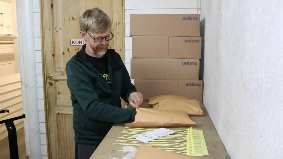CWD-koordinator Lars Nesse pakkar jegerpakker