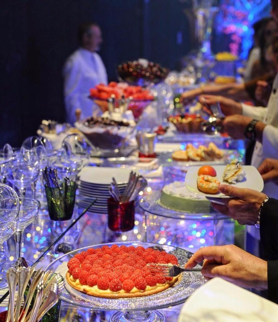 Bitte bedienen Sie sich! Buffet-Abendessen bei einer Firmenveranstaltung in Rom mit Incanto   Agentur für Incentives und Events   Italien