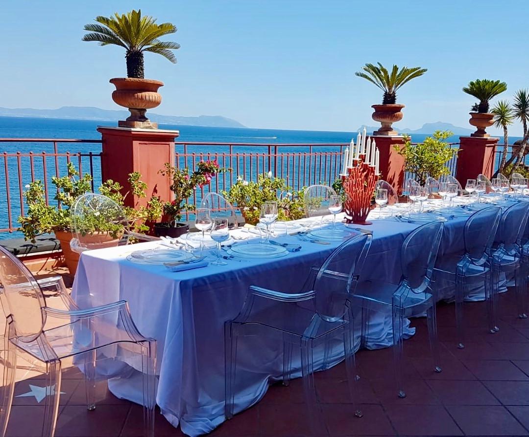 Lunch with a view! Bei einem Kundenevent konnten unsere Gäste diesen fantastischen Ausblick auf das Meer genießen   Incentives in Italien