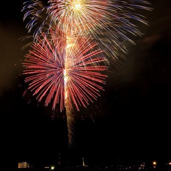 Atemberaubendes Feuerwerk bei einem Event in Italien | Beach Party
