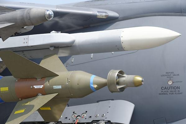 missile-1143116_1920.jpg