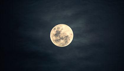 moon-2913221_1920.jpg