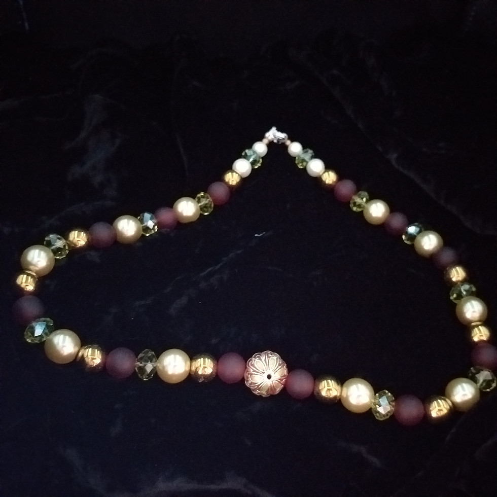 Opulent necklace in red and gold