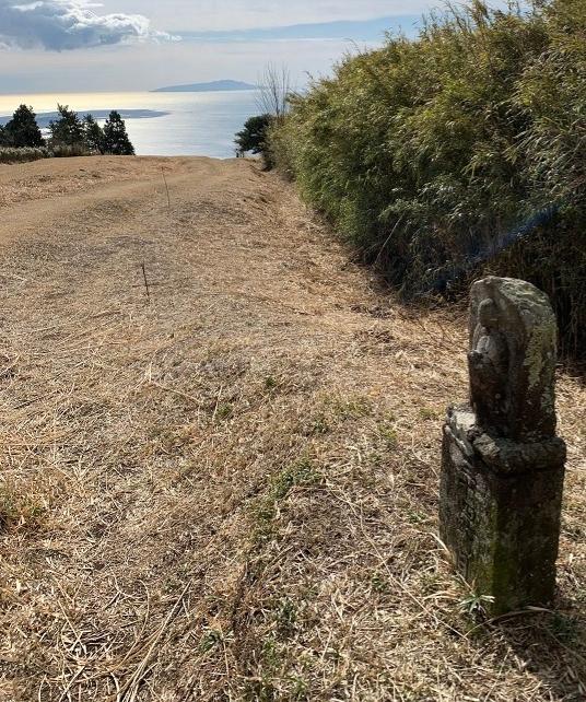 42体の仏像がが道案内をしてくれているような「石仏の道」