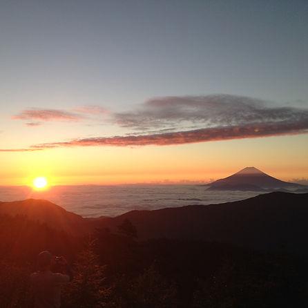 富士山と御来光:南アルプス・千枚小屋より御来光を望む!! 南アルプス(悪沢岳・赤石岳・聖岳・光岳など)のガイド付き登山は自遊舎まで!!