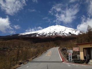 「富士に現れる『まぼろしの川と滝』」が「NATURES.]に掲載されました