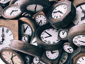 ヴィンテージの木製時計