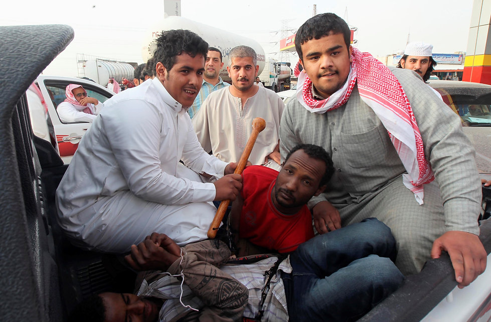 Police detain illegal immigrants near Ri